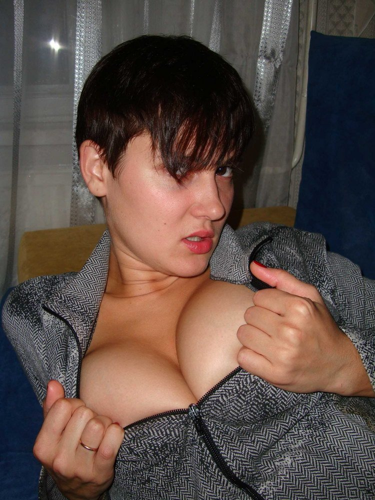 hot milf eating pussy