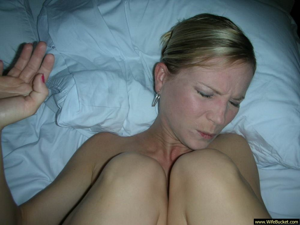 Amatuer milf blonde with glasses toy bj